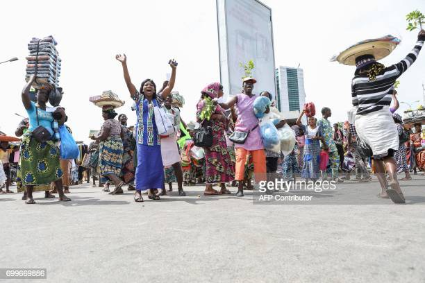 Women gesture on June 22 2017 in Cotonou during a protest against bad governance / AFP PHOTO / Yanick Folly
