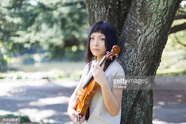 Women having the violin