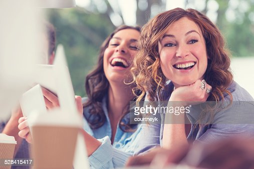 2 women in an office laughing.