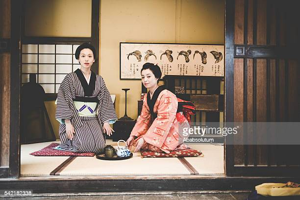Donne in Kimono bere matcha, Periodo di Edo, a Kyoto, Giappone