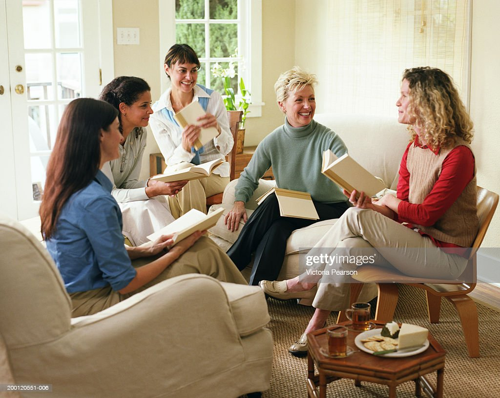 Women laughing in book club : Stock Photo
