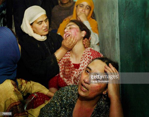 Women mourn the death of Abdul Rashid Chillo a senior activist with the ruling National Conference party of Kashmir June192002 in Srinagar in the...