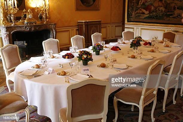 Women Of Fillon Government François FILLON déjeune à Matignon dans le salon Jaune avec les femmes du gouvernement la table dressée