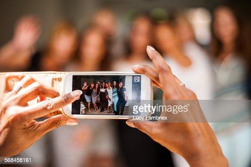 Women posing for group portrait : Stockfoto