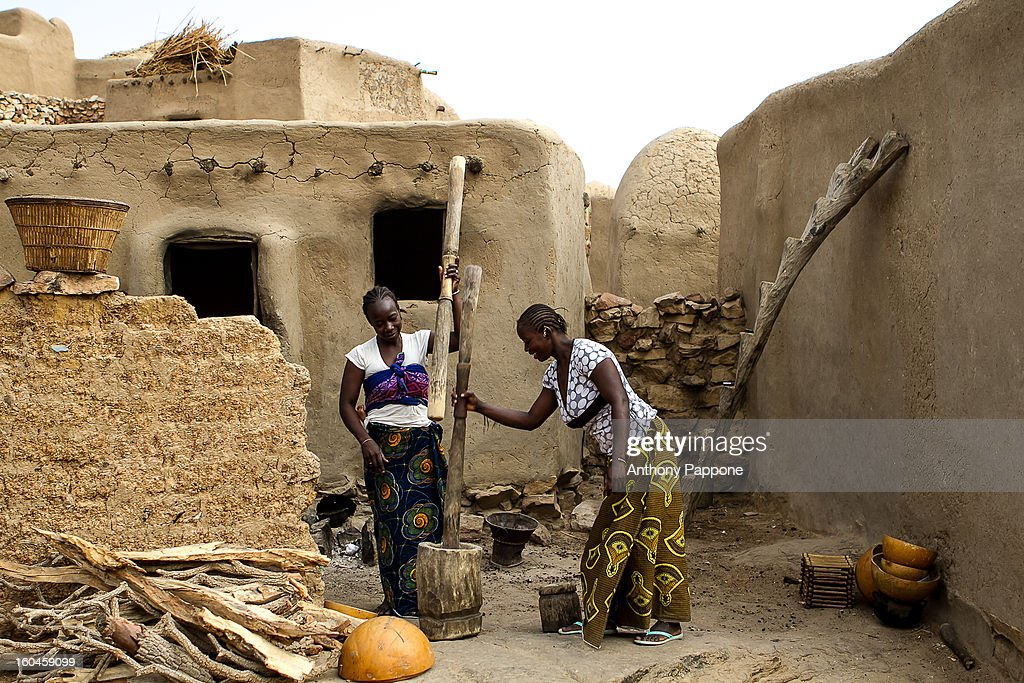 CONTENT] women pounding in dogon country,pays dogon, bandiagara, sahel, mali