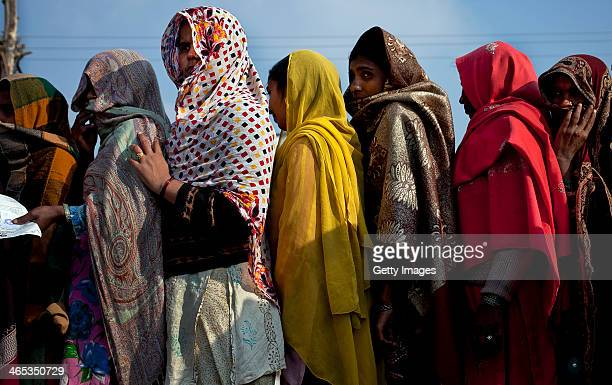 Women queue for aid in the Bibipurhaty relief camp on January 23 2014 in the Shamli district of Uttar Pradesh India Riots between Muslims and Jat...
