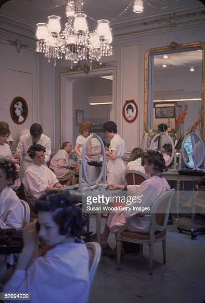 Beauty salon pics stock fotos und bilder getty images for Hair salon paris france