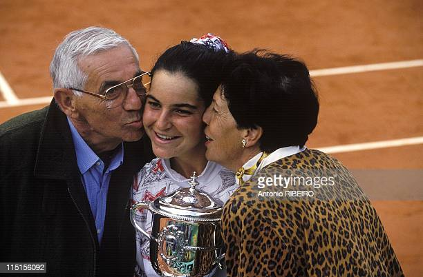 Women' s final at Roland Garros Arantxa Sanchez defeats Mary Pierce in Paris France on June 05 1994 Arantxa Sanchez and her parents
