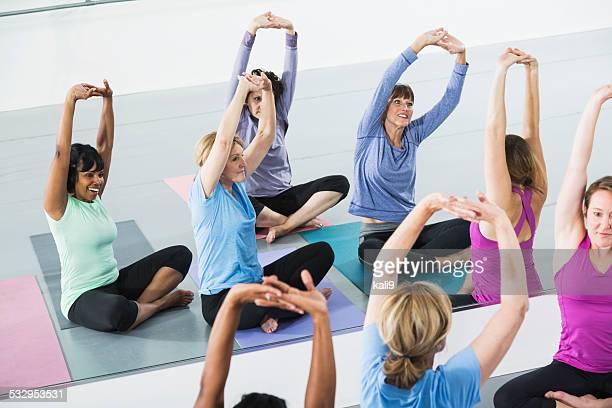 Mujer tomando una clase de ejercicios