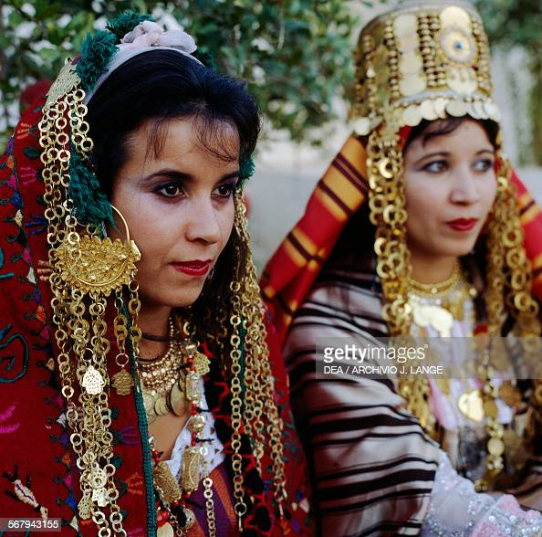 Wonderful Traditional Female Costumes From Different Regions Of Tunisia (photos) - Nationalclothing.org
