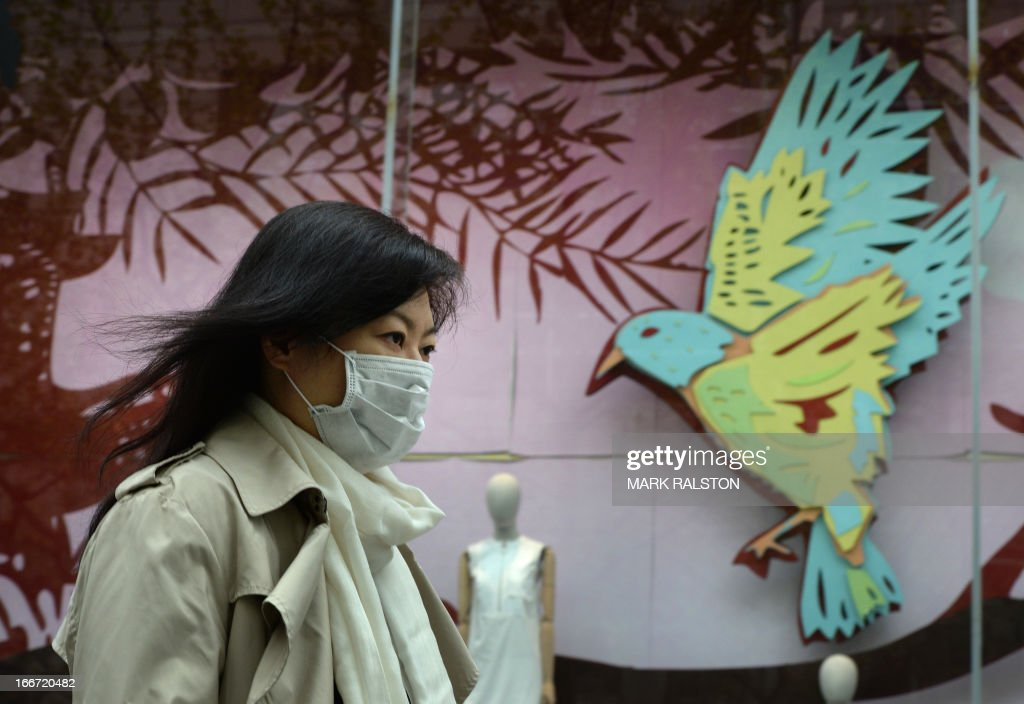 A women wears a face mask as the city's commuters protect themselves against the H7N9 bird flu virus in the downtown area of Shanghai on April 16, 2013. Chinese state media on April 15 urged people to keep eating chicken and help revive the poultry industry, which lost 1.6 billion USD in the week after the H7N9 bird flu virus began infecting humans and a total of 63 people have been confirmed as infected and 14 have died in the two weeks. AFP PHOTO / Mark RALSTON