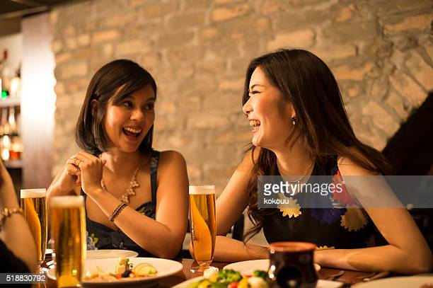 Women who are chatting happily in the restaurant