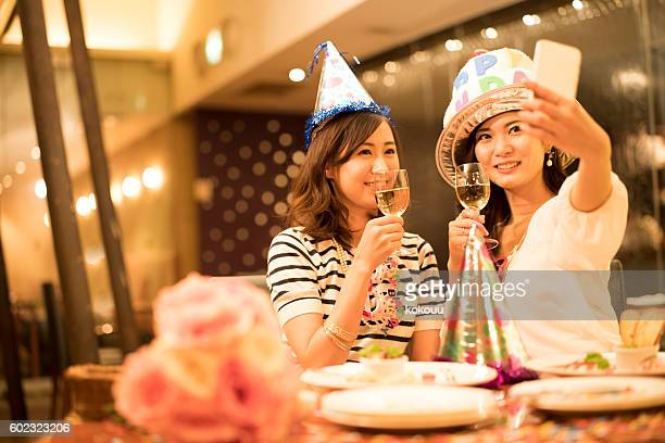 women who have a commemorative photo in the restaurant