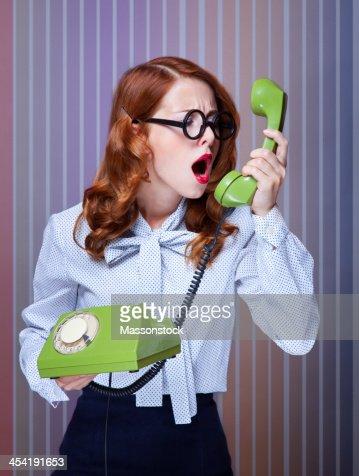 Mulheres com verde Telefone : Foto de stock
