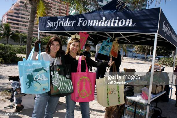 Women with Surfrider Foundation recycled polypropylene bags