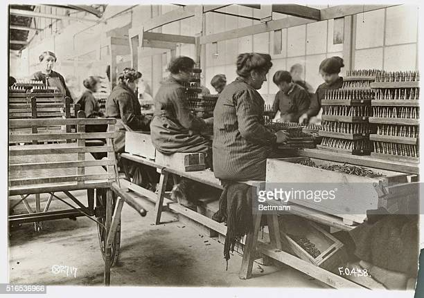 Women working in World War I United States factory