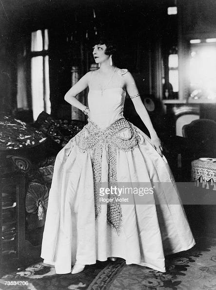 UNDATED A womens models a Jeanne Lanvin dress a French Dressmaker
