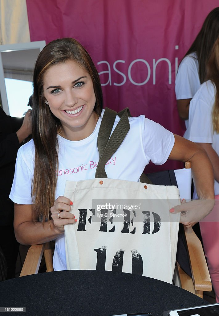 US womens soccer player <a gi-track='captionPersonalityLinkClicked' href=/galleries/search?phrase=Alex+Morgan&family=editorial&specificpeople=1057310 ng-click='$event.stopPropagation()'>Alex Morgan</a> attends Women's Health Magazine RUN10 FEED10 NYC 10K Race Event at Pier 84 on September 22, 2013 in New York City.