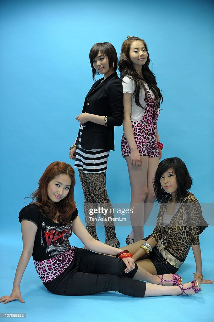 Wonder Girls poses for photographs on November 30, 2010 in Seoul, South Korea.