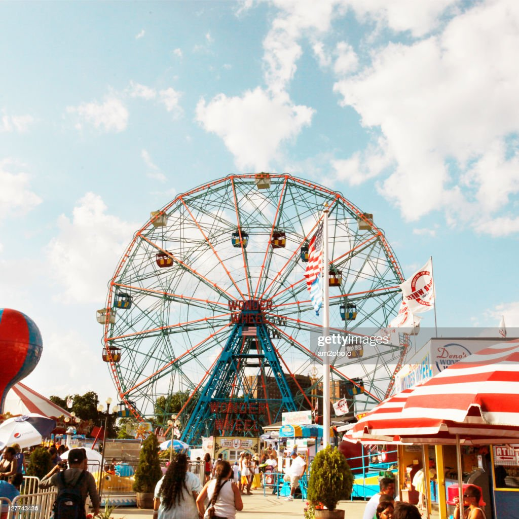Wonder wheel : Stock Photo