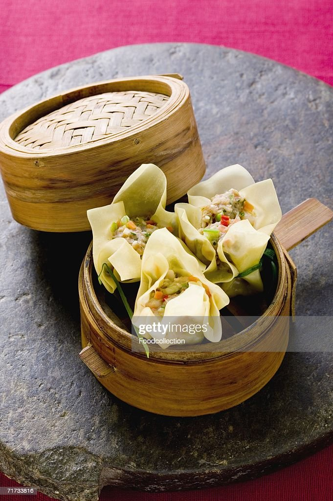 Wontons in bamboo steamer : Stock Photo
