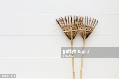 Holz, Bambus harrow an der Wand : Stock-Foto