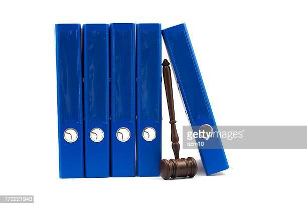 Holz Richterhammer und blauer Ring Binder