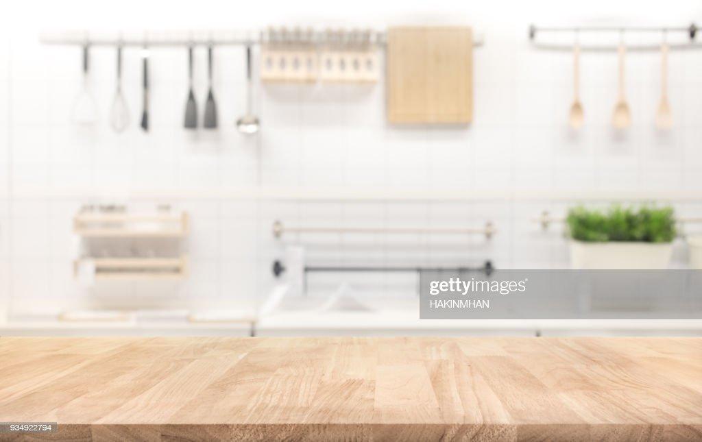 Holz Tischplatte Auf Küche Zimmer Hintergrund Weichzeichnen : Stock Foto