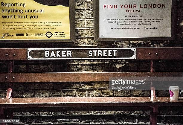 Banc en bois à la Station Baker Rue