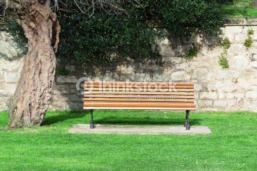 Holzbank Auf Den Garten Stock-Foto