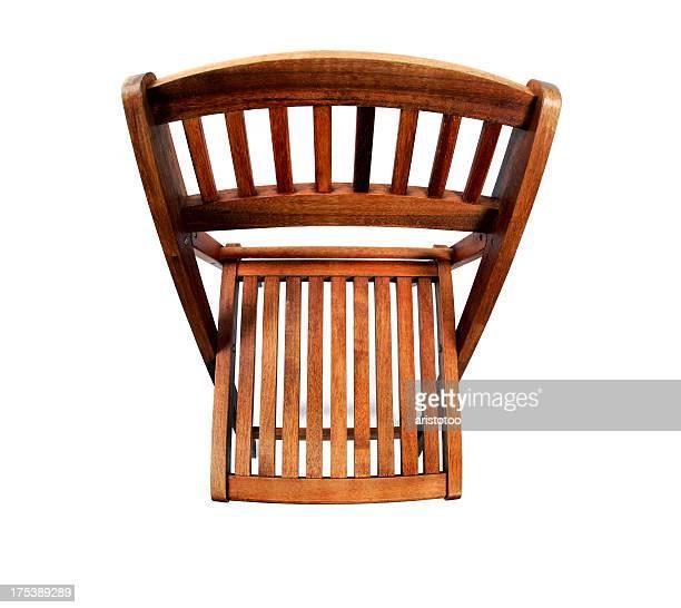 の上から見た木製椅子、白で分離