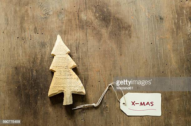 Wooden Christmas tree and tag on wood
