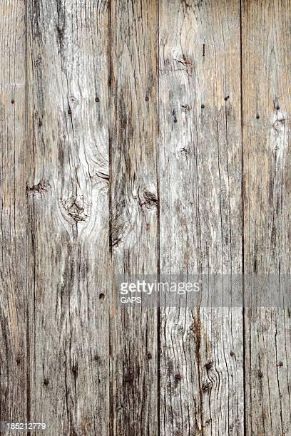 Porte en bois d'une ancienne grange