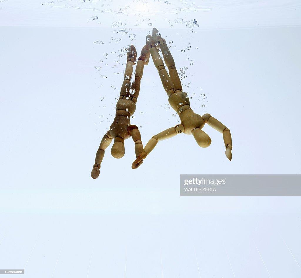 Wooden figurines splashing in water : Stock Photo