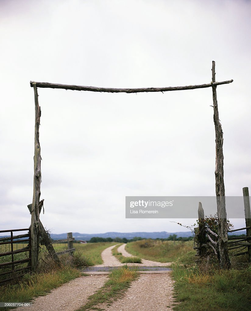 Wooden gateway to ranch : Stock Photo