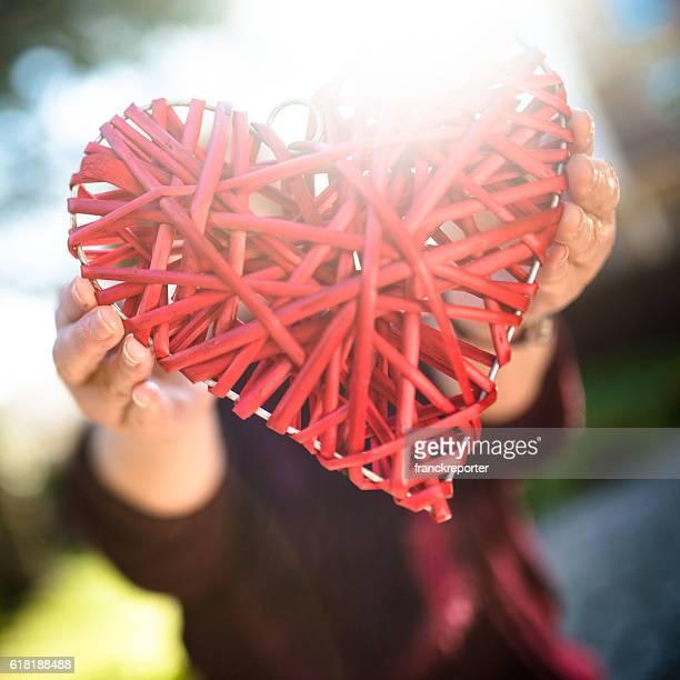 In legno a forma di cuore per San Valentino