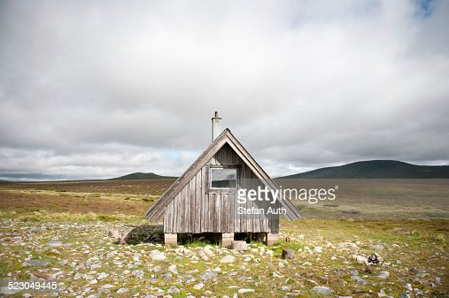 Wooden hut on a treeless plateau, Fjaell, Oskarsstugan near Groevelsjoen, Dalarna province, Langfjaellet Nature Reserve, Sweden, Scandinavia, Northern Europe, Europe