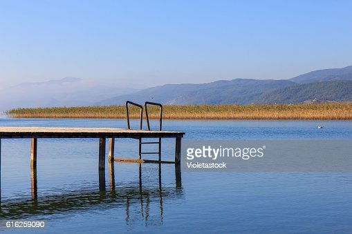 Wooden pier on the Ohrid lake, FYRM (Macedonia) : Foto de stock