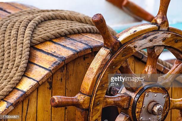 Roue de bateau en bois