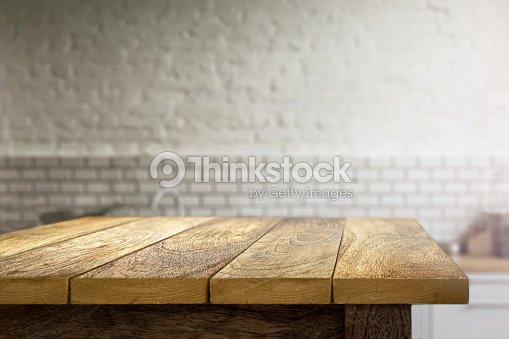 tableau en bois sur fond flou de cuisine : Photo