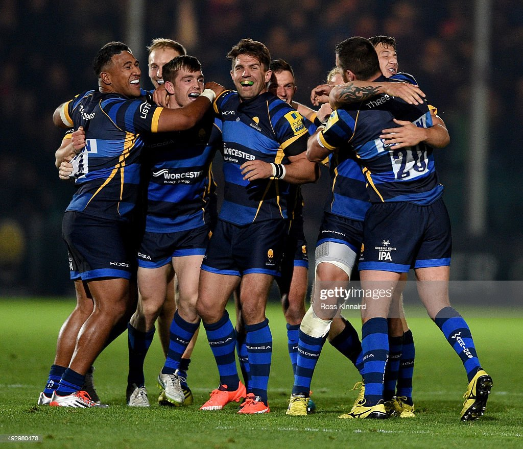 Worcester celebrate after the winning drop goal during the Aviva Premiership match between Worcester Warriors and Northampton Saints at Sixways...