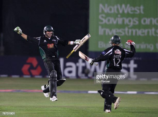 Worcestershire Captain Gareth Batty and Stephen Moore celebrate after winning the Natwest Pro Division One during the NatWest Pro40 Division One Game...
