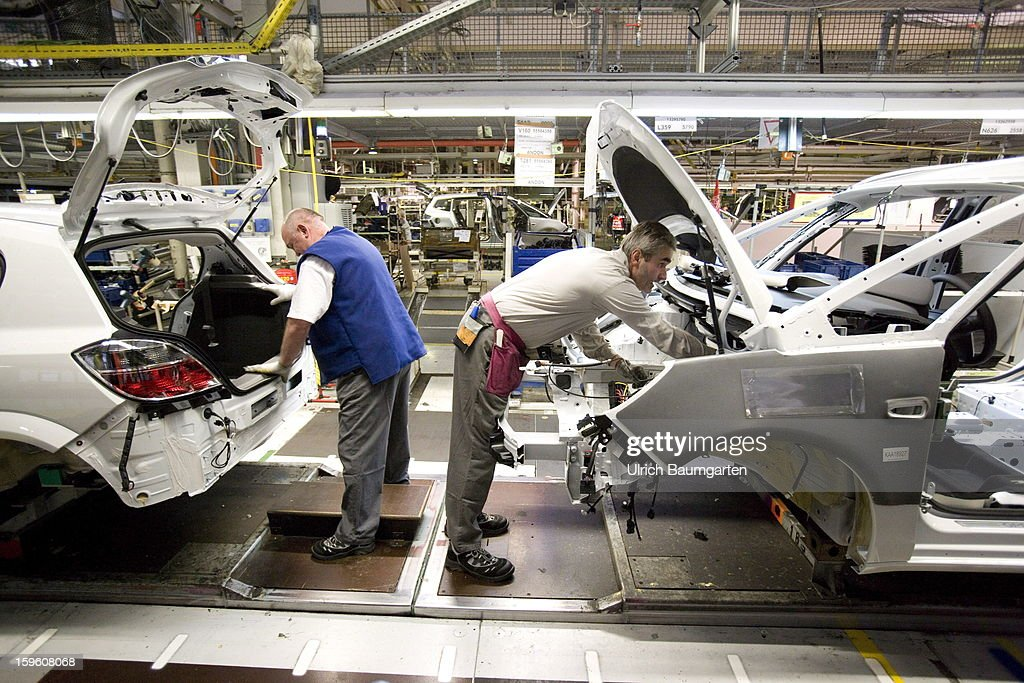 Worker assemble an Opel Zafira Tourer car (right) and the Opel Astra car (left) at the Astra and Zafira assembly line at the Opel factory on January 16, 2013 in Bochum, Germany. Its Adam Opel unit will cease auto production at Bochum in 2016. The closure, initially announced in June 2012, is part of GM's efforts to resume profitability in Europe by the middle of the decade.