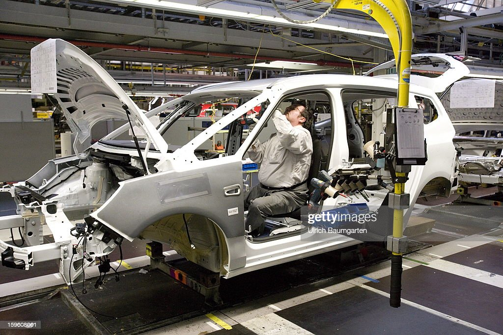 Worker assemble an Opel Zafira Tourer car at the Astra and Zafira assembly line at the Opel factory on January 16, 2013 in Bochum, Germany. Its Adam Opel unit will cease auto production at Bochum in 2016. The closure, initially announced in June 2012, is part of GM's efforts to resume profitability in Europe by the middle of the decade.