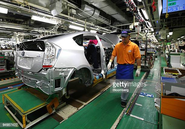 A worker assembles Toyota Motor Corp's thirdgeneration Prius hybrid vehicle on the production line of the company's Tsutsumi plant in Toyota City...