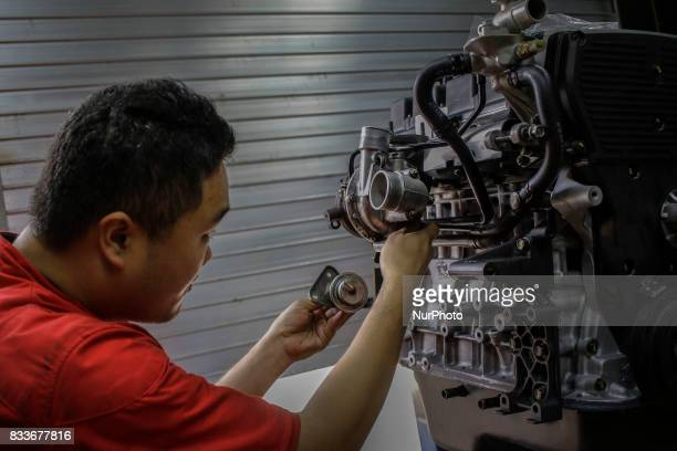 Worker assembly new engine at mohenic garages in Paju South Korea A 20yearold beat up Hyundai SUV isn't anyone's idea of a dream car But used Hyundai...