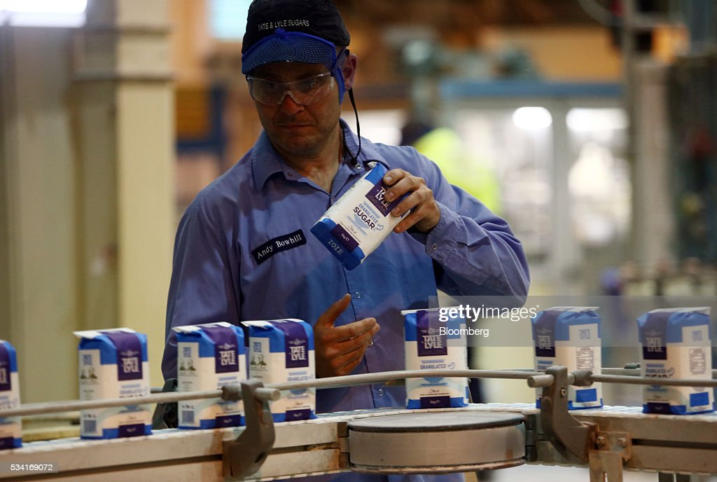 A worker checks a one kilogram packet of refined white sugar on the production line of sugar cane products at the Tate & Lyle Plc Thames Refinery, operated by American Sugar Holdings (ASR) Group, in London, U.K., on Wednesday, May 25, 2016. Tate & Lyle will report full year earnings on Thursday, May 26. Photographer: Chris Ratcliffe/Bloomberg via Getty Images