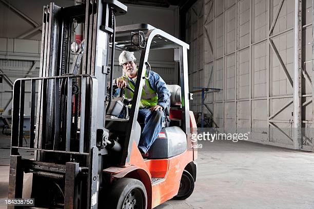 Arbeiter driving Gabelstapler