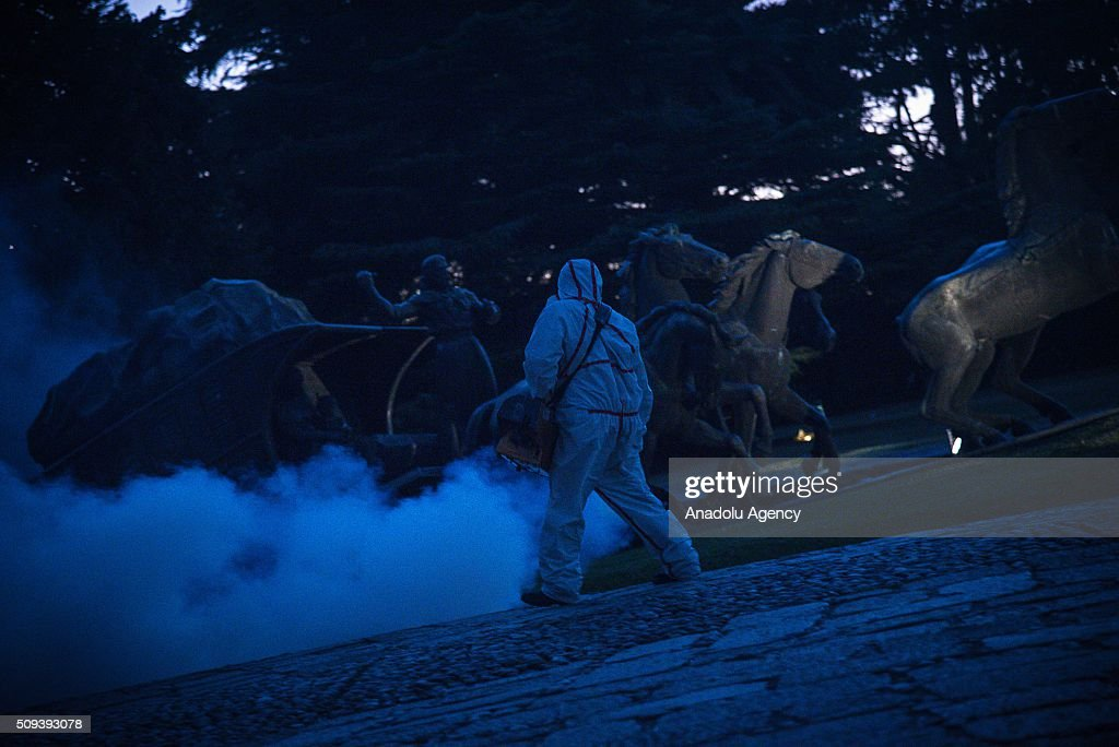 A worker from Municipality of Montevideo fumigates against the Aedes aegypti mosquito on February 10, 2016. Municipality of Montevideo, returns fumigation of green spaces and parks against the mosquito Aedes aegypti, transmitter of dengue virus and chikungunya and zika, while the Ministry of Health reiterates the precautions to avoid being bitten. The Municipality of Montevideo reported that keeps fumigating in parks and squares as part of actions to combat the mosquito Aedes aegypti. Because of the strong presence of mosquitoes in the city, the Public Health Service of the Municipality of Montevideo is fumigating public spaces against them. The tasks are performed in the early morning because the toxicity of the product applied, but neighbors are advised not to attend the fumigated areas until three hours after fumigation is completed.