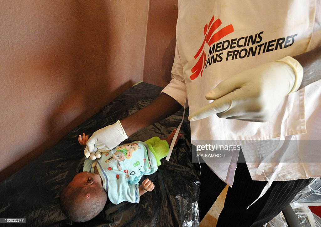 A worker from the NGO Doctors Without Borders examines a sick baby in Gao, in the north of Mali, on February 4, 2013. Schools reopened today in Gao after the town was taken on January 26 by French and Malian forces from Islamists who had been occupying it for the last year. AFP PHOTO / SIA KAMBOU